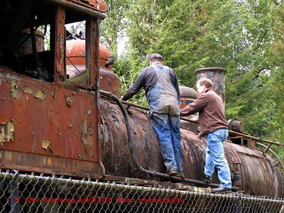 Old trains and volunteers working on them   www.trainmuseum.org