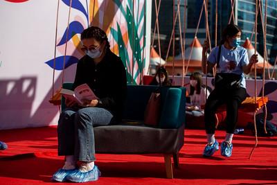 """2021 оны есдүгээр сарын 17.  30 дахь удаагийн """"Номын баяр"""" арга хэмжээ Сүхбаатарын талбайд болж байна. ГЭРЭЛ ЗУРГИЙГ Б.БЯМБА-ОЧИР/MPA"""