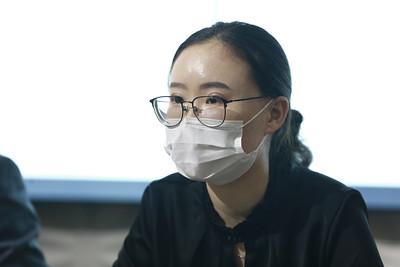 """2021 оны долдугаар сарын 5. """"Эрүүл энхийн түүчээ"""" ТББ-аас Ковид-19 халдвар авсан эмзэг бүлгийн өрхөд тусламж үзүүлэх зорилготой """"Улаан бүс"""" төслийн талаар мэдээлэл хийлээ.  ГЭРЭЛ ЗУРГИЙГ Д.ЗАНДАНБАТ/MPA"""