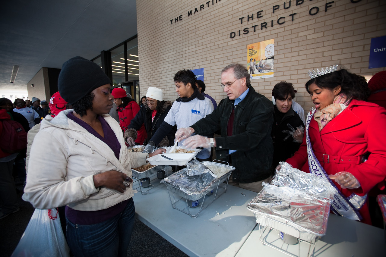 MLK Day, January 18, 2010: Guests line up for a hot meal served by Stan Soloway, second from right, a member of the Board of Directors of the Corporation for National and Community Service, and Miss District of Columbia Jen Corey.
