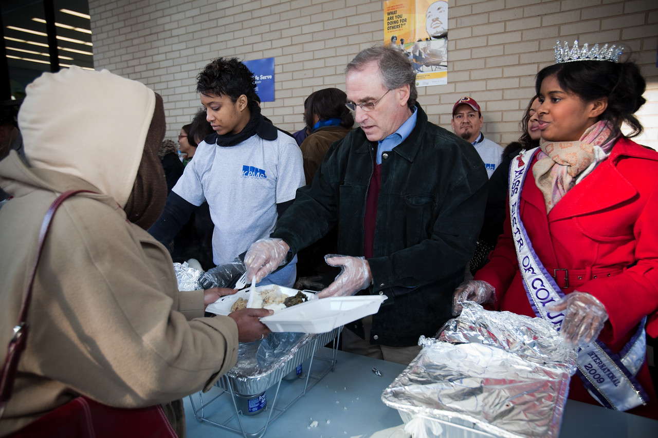MLK Day, January 18, 2010: Stan Soloway, a member of the Board of Directors of the Corporation for National and Community Service, serves a meal at the Martin Luther King, Jr. Memorial Library while Miss District of Columbia Jen Corey looks on.
