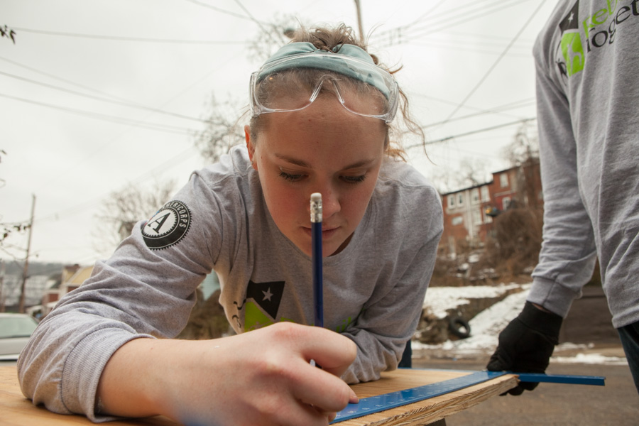An AmeriCorps member with Rebuilding Together in Pittsburgh, PA on MLK Day 2014. Photo by Henry Scott.