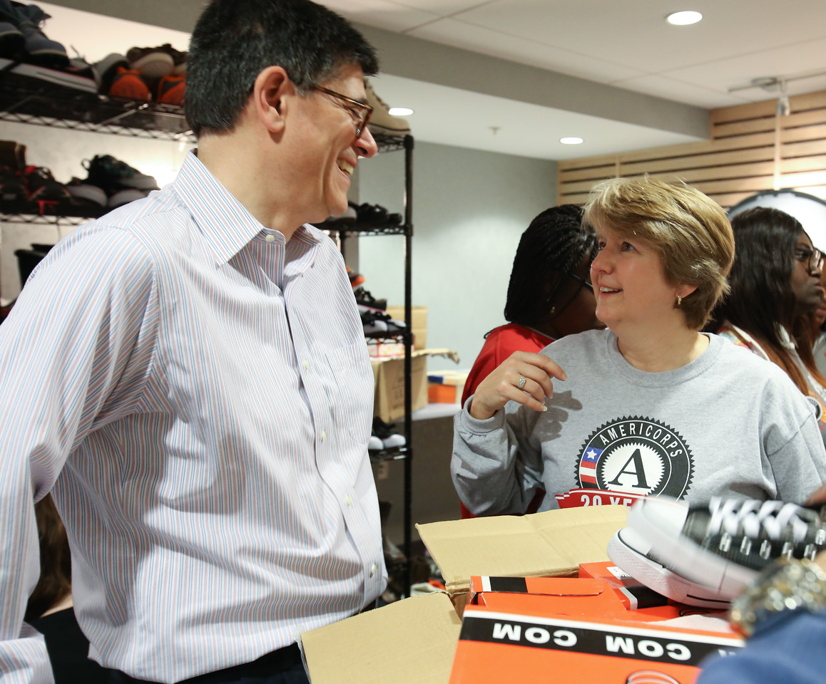 Secretary of the Treasury Jack Lew and CNCS CEO Wendy Spencer serving at the VA hospital in Washington, D.C. on MLK Day 2014. Corporation for National and Community Service Photo.