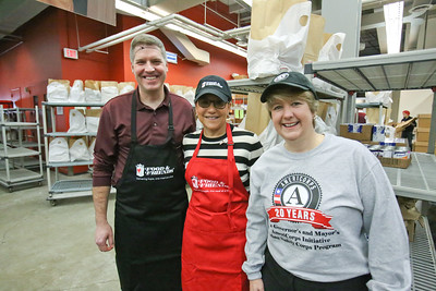 Secretary of Commerce Penny Pritzker with CNCS CEO Wendy Spencer serving at Food and Friends in Washington, D.C. on MLK Day 2014. Corporation for National and Community Service Photo.