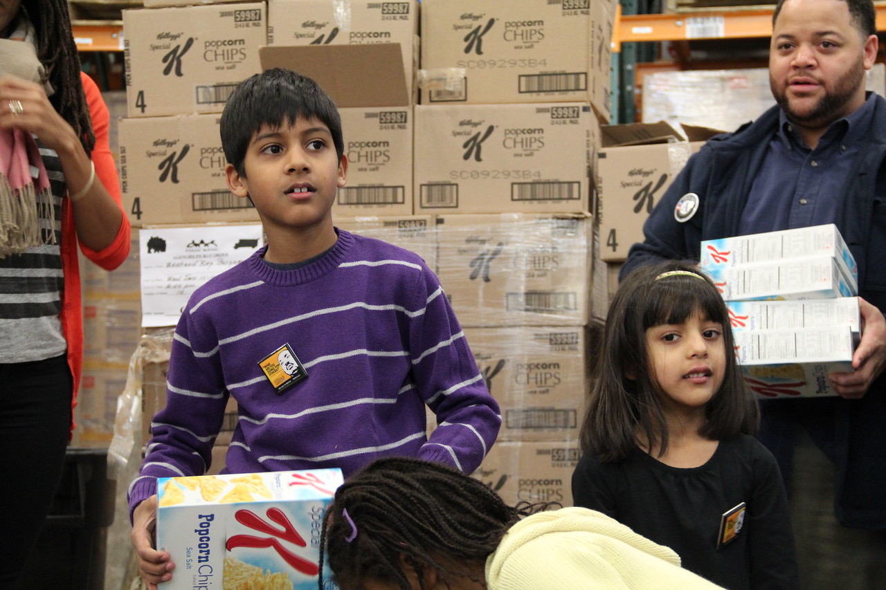 Young volunteers sort food at the Capital Area Food Bank on MLK Day 2014. Corporation for National and Community Service Photo.
