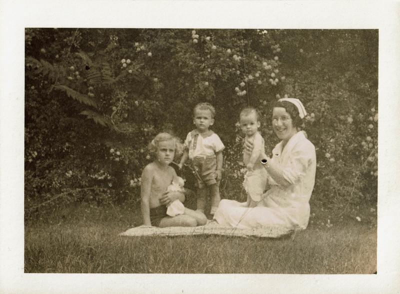 1933 summer ASC SSCIII RSC nurse - BPH garden 1