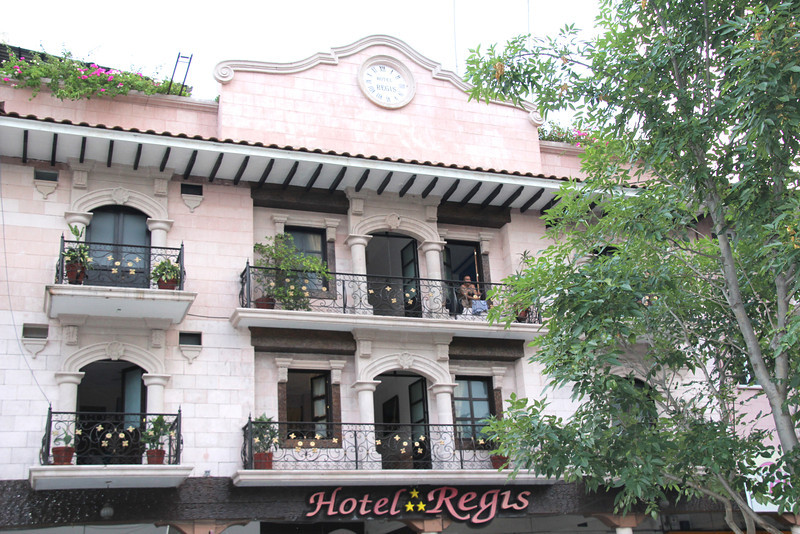 Now, you might think we stayed here but that would be untrue. You'll notice the three stars and that means that Jay and Conor did not stay here. The building looked cool and our $25 room in the Hotel California, a short $2.50 cab ride away was muy comido (comfortable). - Jay