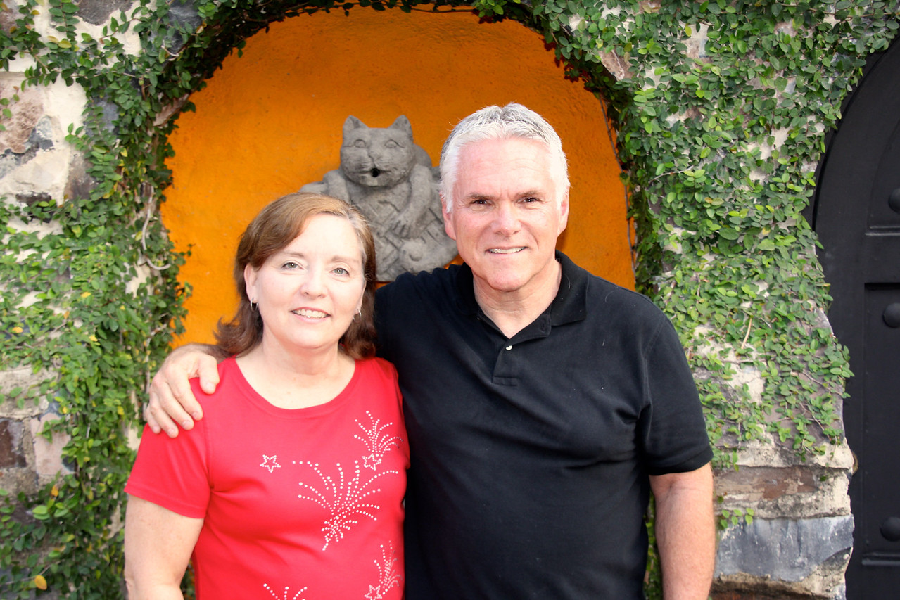 In Guadalajara our hosts were Glenn and Karen Swarthout. This couple came to Mexico originally to help plant churches and 24 years ago Glenn was asked to serve as the Director of Lincoln School. My wife and I have  been friends with the Swarthouts for years and I brought groups of Bethel students to Lincoln for seven years during a J-term experience in which our students stayed with host families and worked closely with classroom teachers. - Jay