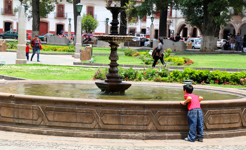 In Jan. of 2012 Nina (daughter) and I visited Pátzcuaro and we took a boat to Janitzio, an island in the middle of Lake Pátzcuaro. This town and the surrounding lake area have one of the best-known Day of the Dead celebrations in Mexico. - Jay