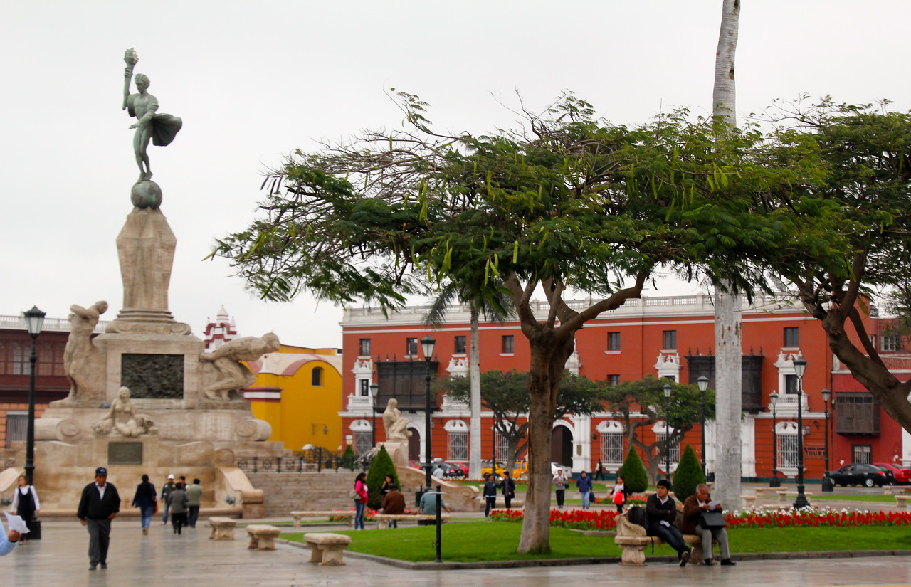 Truijillo is actually a wonderful colonial city with a population of about 700,000. Enjoy a few photos of the city center. - Jay