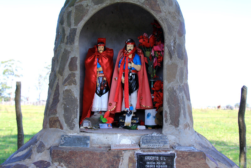 Perhaps some of our Argentinian friends (or anyone else for that matter) can add an explanation at the end of this blog. We'd like to understand the meaning of these shrines, why the red, etc. - Jay