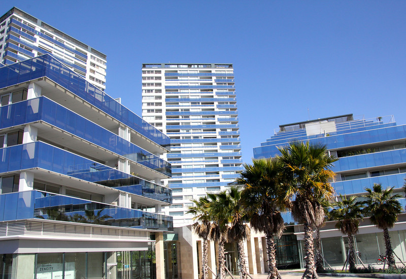 Near the port area there is a section of ultra-modern buildings designed by leading Argentinian and European architects. - Jay