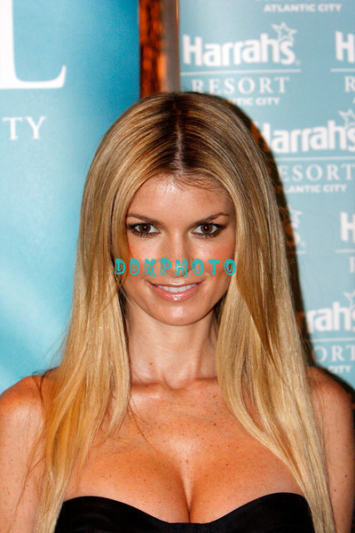 ATLANTIC CITY, NJ - JULY 26: Marisa Miller hosted a party at The Pool at Harrah's on July 26, 2008 in Atlantic City, New Jersey.  (Photo by Donald Kravitz/Getty Images) *** Local Caption *** Marisa Miller