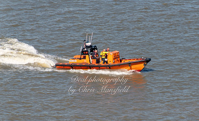 Sept' 26th 2018 . RNLI Lifeboat Hurley Burley passing Woolwich