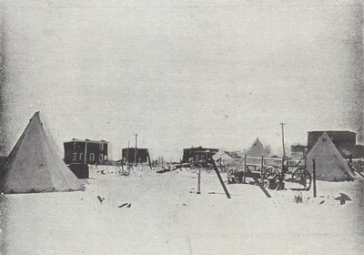 Amid the ruined houses of North End, homeless famillies were obliged to spend the night in Army bell tents. Many people, obviously, would not want to move too far away from their homes in case missing family members turned up looking for them.