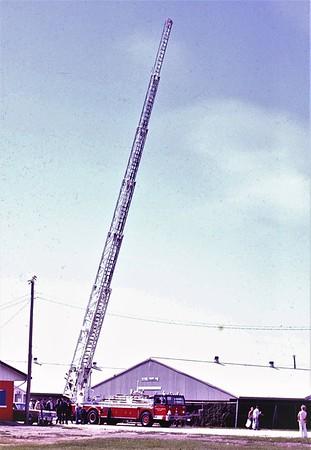 1975  MONROE FIRE SCHOOL  CHICAGO FD  TRUCK 1  HENDRICKSON - PIERCE - MORITA   135'   JDS PHOTO