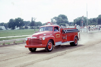 BROWNTOWN FD WI  TANKER  CHEVY -    AT 1975 MONROE FIRE SCHOOL   JDS PHOTO