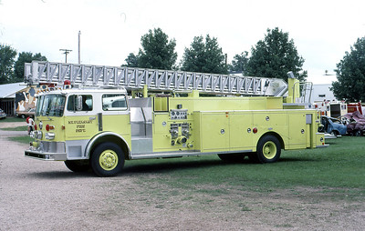 MT PLEASANT FD  LADDER  1981  PIRSCH   1000-300-100'  AT THE 1981 MONROE FIRE SCHOOL