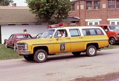 1981  MONROE FIRE SCHOOL  LISLE WOODRIDGE FPD CAR  CHEVY SUBURBAN    JDS PHOTO