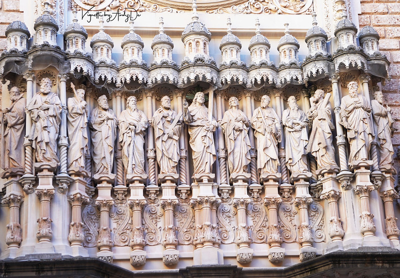 Jesus and his Apostles magnificently rendered by the local artists of Catalunya, for this majestic shrine they hold so dear!