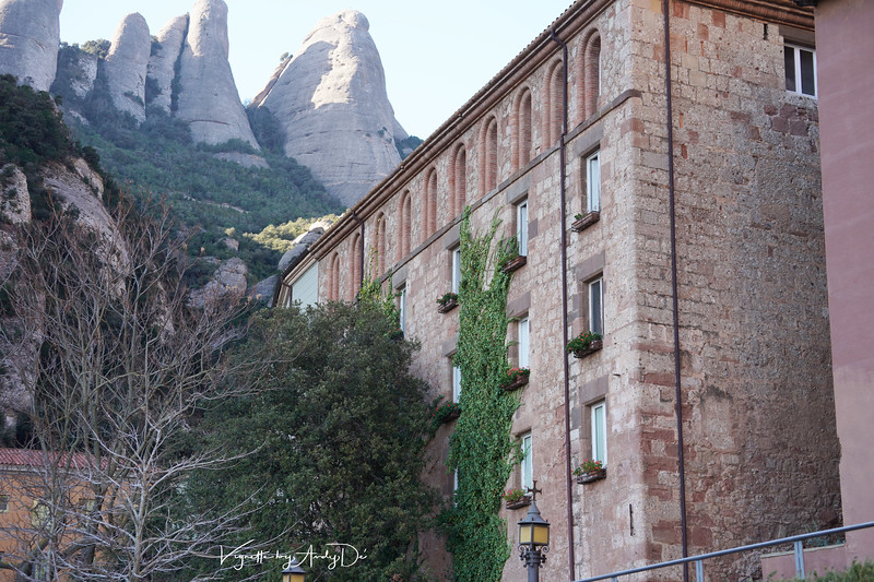 The guests Quarters astride the monastery against the backdrop of the imposing Mountains!