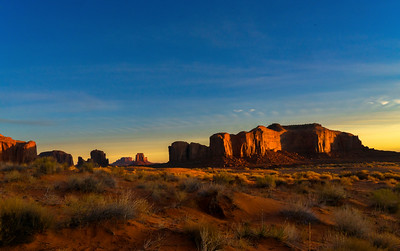 MORNING BREAKS AT MONUMENT VALLEY