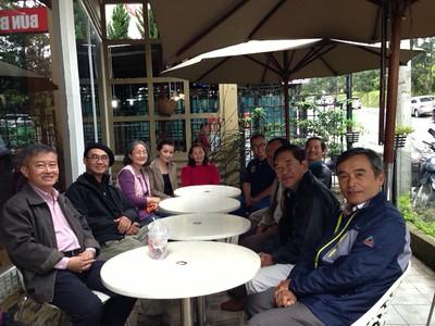 trái: Phạm Minh Cường, Trần Văn Sanh (2),Thu Cúc, Đỗ Thị Thu. phải: Hưng, Thuận, Hớn, Nguyễn Hoàng Sơn