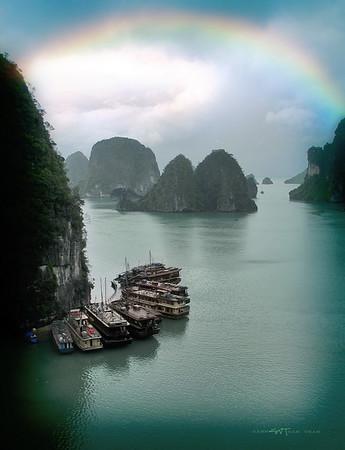 Động Thiên Cung-vịnh Hạ Long
