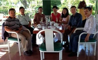 Huỳnh Phi Hùng ( phải, từ ngoài vào) bên trái của Phạm Minh Cường