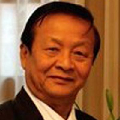Thầy Nguyễn Quang Tuyến  - (bấm hình xem thêm)