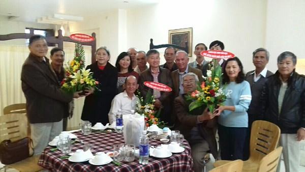 Quý Thầy Phan Nam, Phạm Văn An, Nguyễn Thanh Châu và một số học sinh lớp 73-74