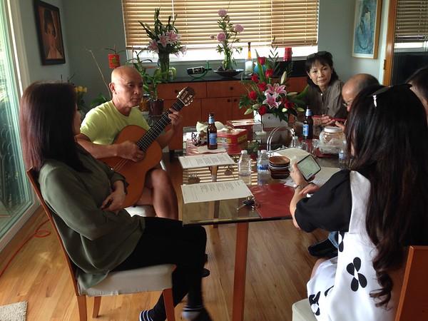 Trần Quốc Lăng đàn guitar