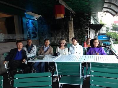 từ trái: Phạm Minh Cường,Nguyễn Đình Tài,Võ Tấn Hưng,Trần Thị Thu Cúc,Nguyễn Thị Thành,Đỗ Thị Thu