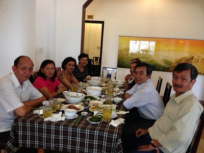 trái:thầy An,Thu,Cúc,Thành. phải:Hùng, Hưng,Đồng