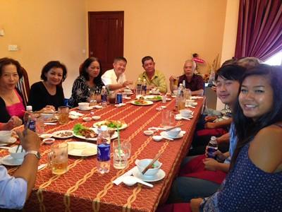 từ trái: Khúc Thị Xuân Dung, Trần Thu Cúc, Nguyễn Thị Kim Thành, Phạm Minh Cường,  Trần Kỷ Thu, Văn Công Nam