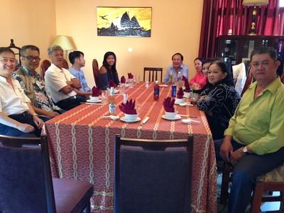 trái: Phạm Minh Cường, Nguyễn Hoàng Sơn, Nguyễn Đình Tài.  phải: Trần Kỷ Thu, Nguyễn Thị Kim Thành, Trần Thu Cúc,Lê Thị Hường, Đặng Phước Ngọc