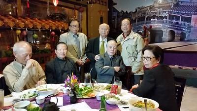 Thầy Thành(đứng, trái), Thầy Viêm  ngồi cạnh  Cô Diệu Tâm