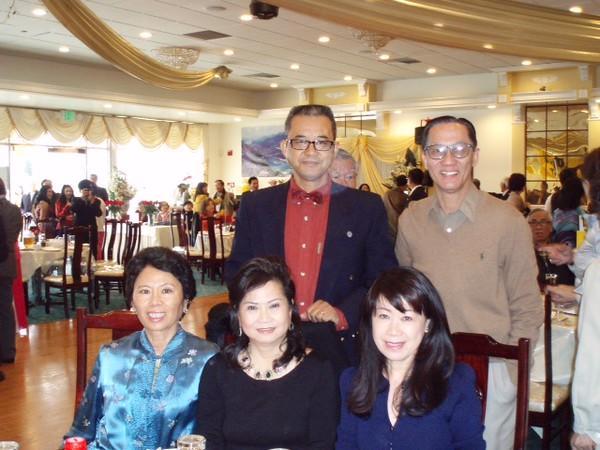 ngồi: Trinh (2),  Lê Thị Tuyết Phượng (3)   đứng: Nguyễn Hoàng Sơn, Nguyễn Cao Bộ