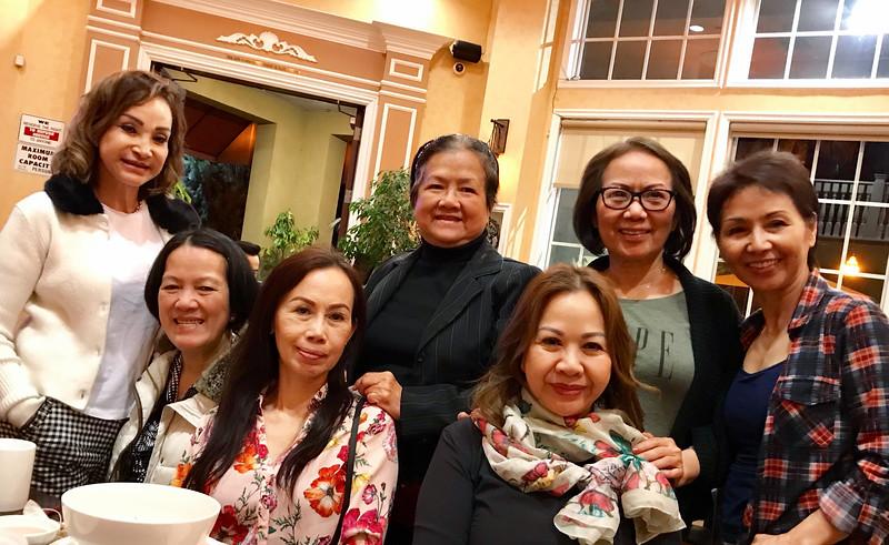 ngồi: Phan Thị Lan,Minh Trang SJ, Kim. đứng:Đỗ Mùi, Kim Hiền, Ngọc Khanh, Băng Thanh