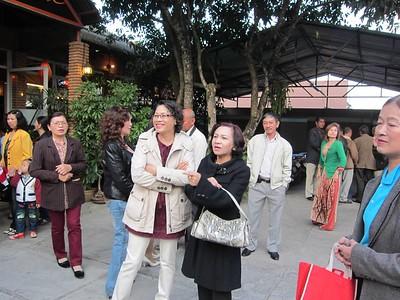 trong hình có: Lưu Thị Hồng, Nguyễn Thị Gái,Huỳnh Phi Hùng, Phạm Nguyên Nhung