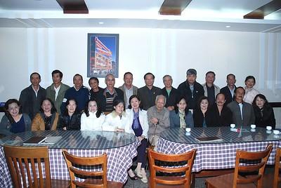 trước: Minh Hương, Yến, Lan, Thầy Nguyên,Liên, Cam,Nho. sau: Vũ,Tâm,Ninh,Trọng,Lễ,Nhung