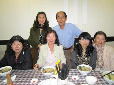đứng: Lưu Thị Hồng, chồng của Châu Ngọc Lan. Ngồi: Phương Thanh, Ngọc Lan, Tín, Nguyên Nhung