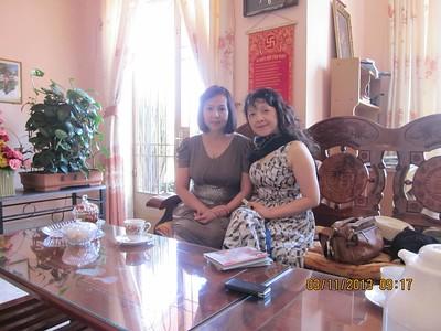 Phan Thị Bích Thủy (trái)