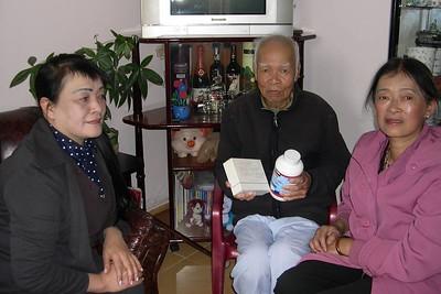 Thái Thị Hoàng và Nguyên Nhung thăm Thầy Lưu Văn Nguyên