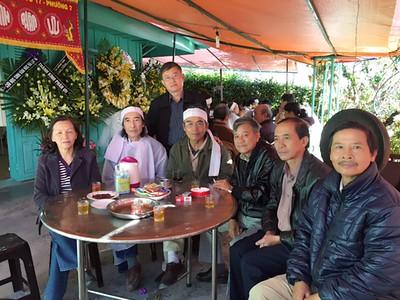 từ trrái:Đỗ Thị Thu, anh em Võ Tấn Hưng, Phạm Minh Cường, Đặng Mậu Phước, Nguyễn Viết Vũ, Trần Văn Đồng