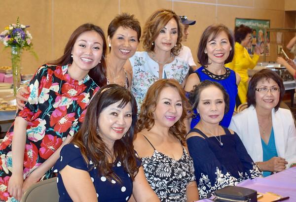 Đứng: Băng Thanh(2), Đỗ Mùi(3). Ngồi:Quỳnh, Kim, Ánh Thu, Sonia Thanh Thuỷ