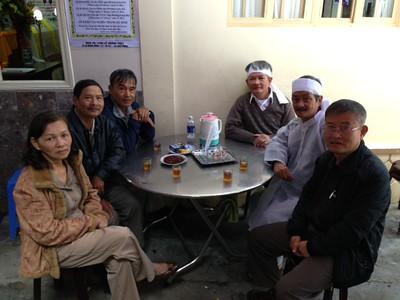 trái: Đỗ Thị Thu, Trần Văn Đồng,  Võ Tấn Hưng. phải: Phạm Minh Cường, Nguyễn Hùng