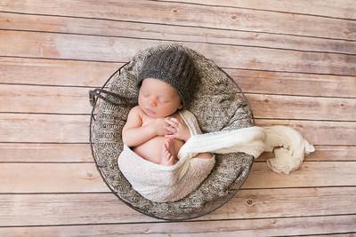 0015-140514-logan-newborn-8twenty8-Studios