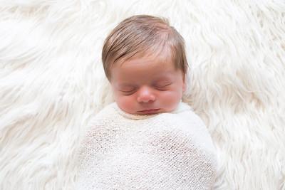 0002-140514-logan-newborn-8twenty8-Studios