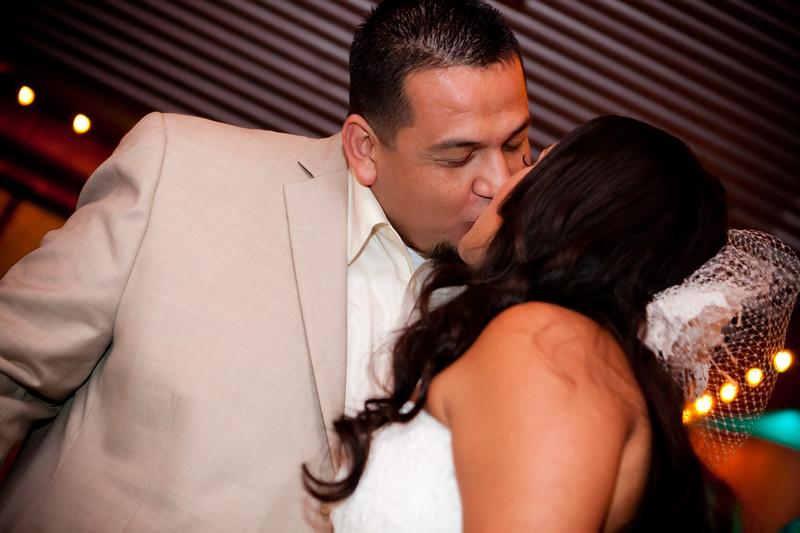 0719-111029-veronica-enrique-wedding-©8twenty8_Studios